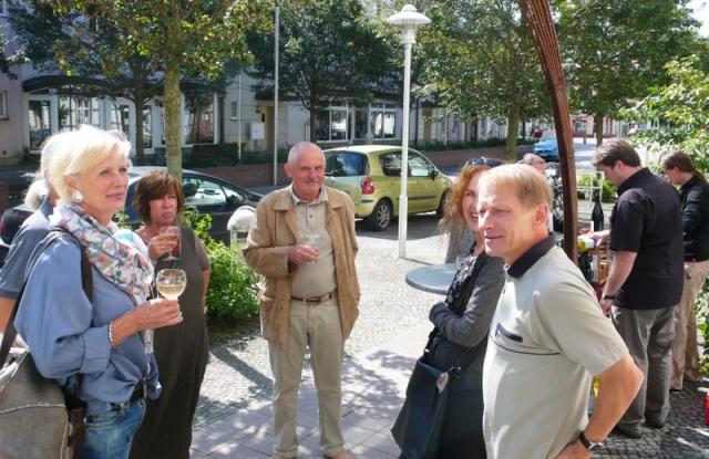 Mediterrane Szenerie: Beim Wein in der Marktstraße
